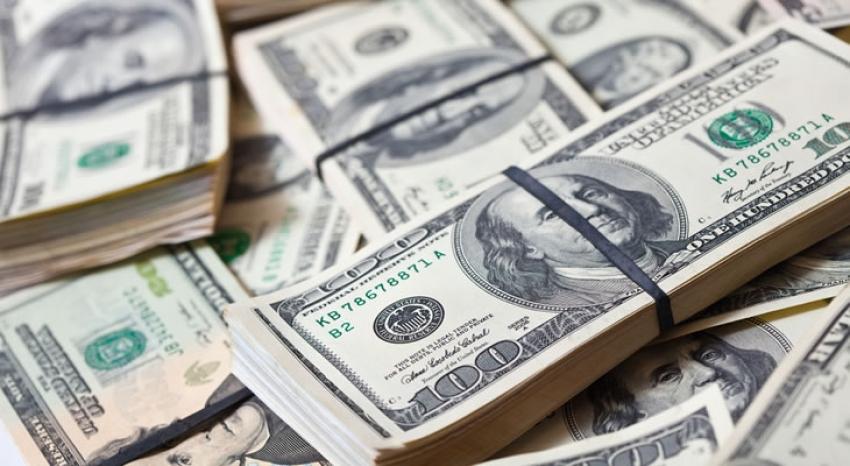 انخفاض  الدولار مع تراجع عائدات الولايات المتحدة