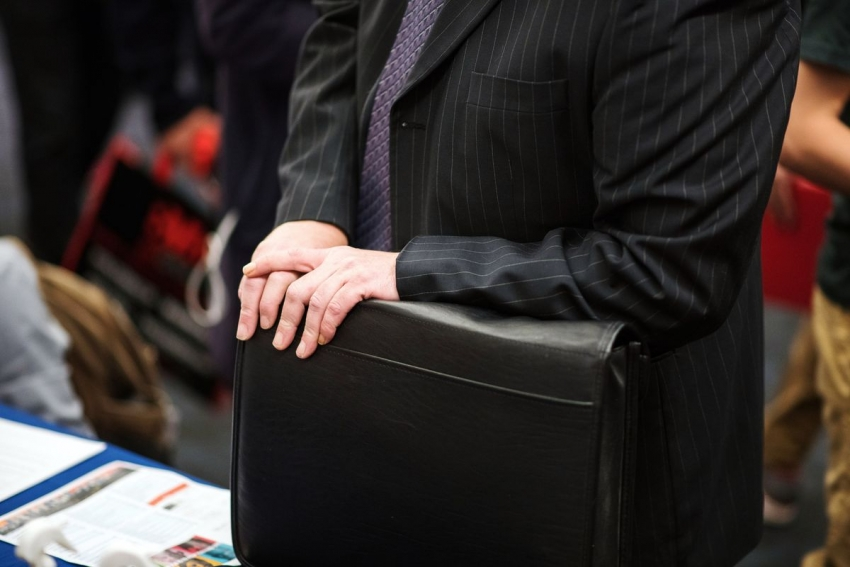 طلبات إعانة البطالة تقفز إلى حوالي مليون في كندا