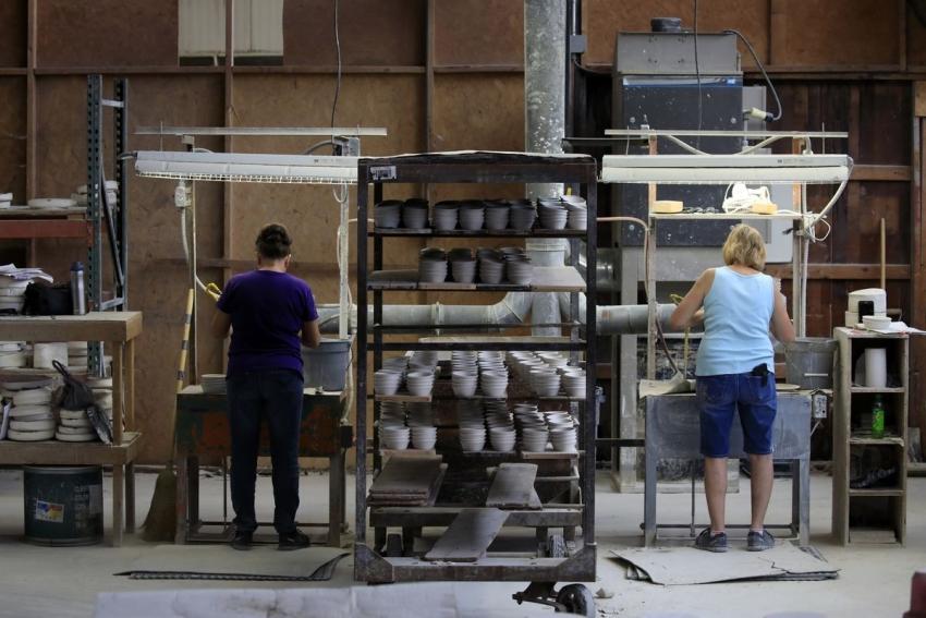 إنتاج المصانع الأمريكية يرتفع أقل من المتوقع تأثراً بالإعصار إيدا