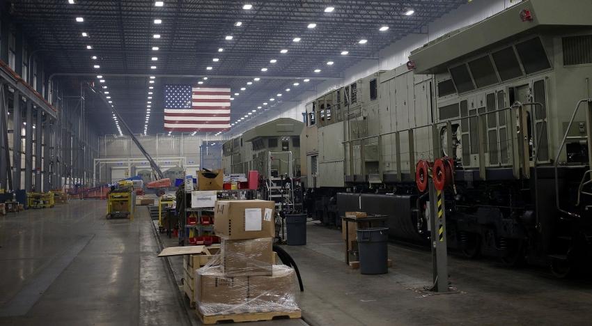 طلبيات المصانع الأمريكية تسجل أكبر انخفاض منذ 11 عام
