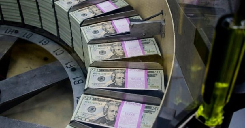 الدولار في طريقه نحو ثاني مكسب أسبوعي.. والتركيز يتحول إلى اجتماع الفيدرالي