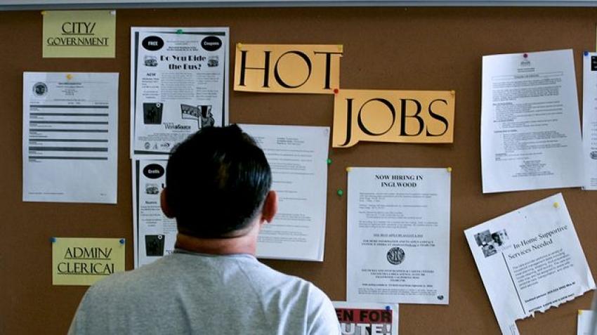 طلبات إعانة البطالة بأمريكا ترتفع لأول مرة منذ أبريل