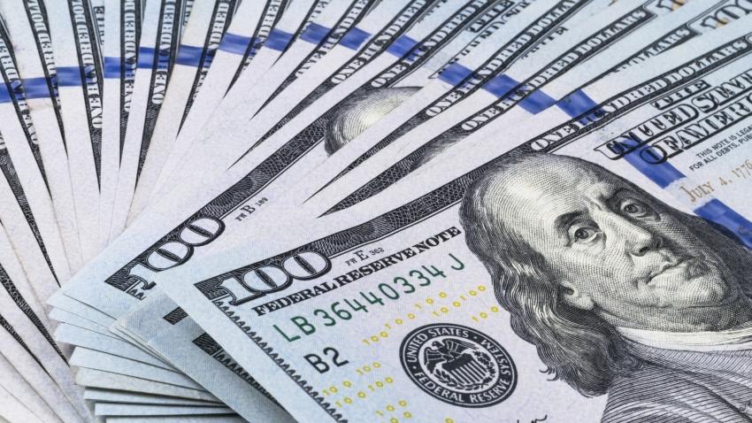 الدولار يسجل أعلى مستوى في 8 أشهر مقابل الين واليوان مدعومًا بإجمالي الناتج المحلي الصيني