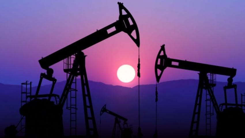 بقي النفط مستقراً حيث أدى النمو البطيء في الصين إلى تعويض التفاؤل بالاتفاق التجاري