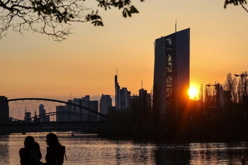 مسؤولو البنك المركزي الأوروبي يتوقعون نقاشاً ساخناً في اجتماع يونيو