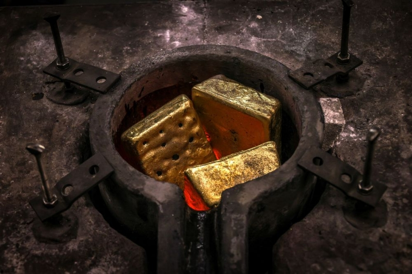 الذهب يتراجع بفعل ارتفاع عوائد السندات الأمريكية