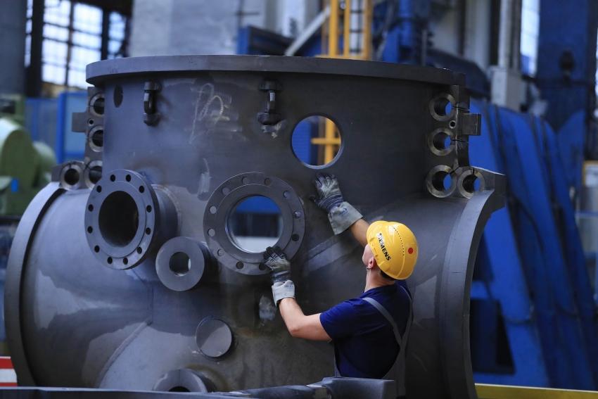 الإنتاج الصناعي لمنطقة اليورو يسجل أكبر انخفاض في نحو 4 سنوات