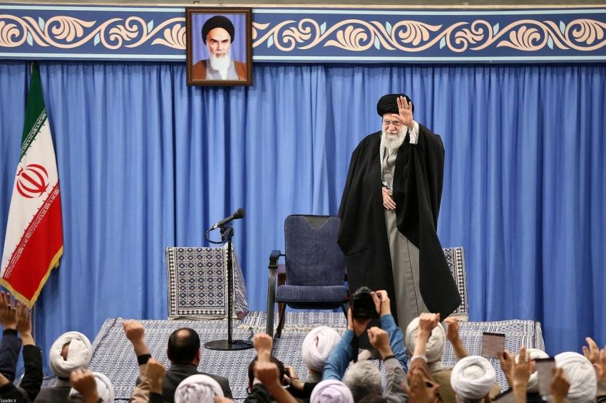 خامنئي يقول إن ضربات إيران على أهداف أمريكية تحظى بدعم إلهي