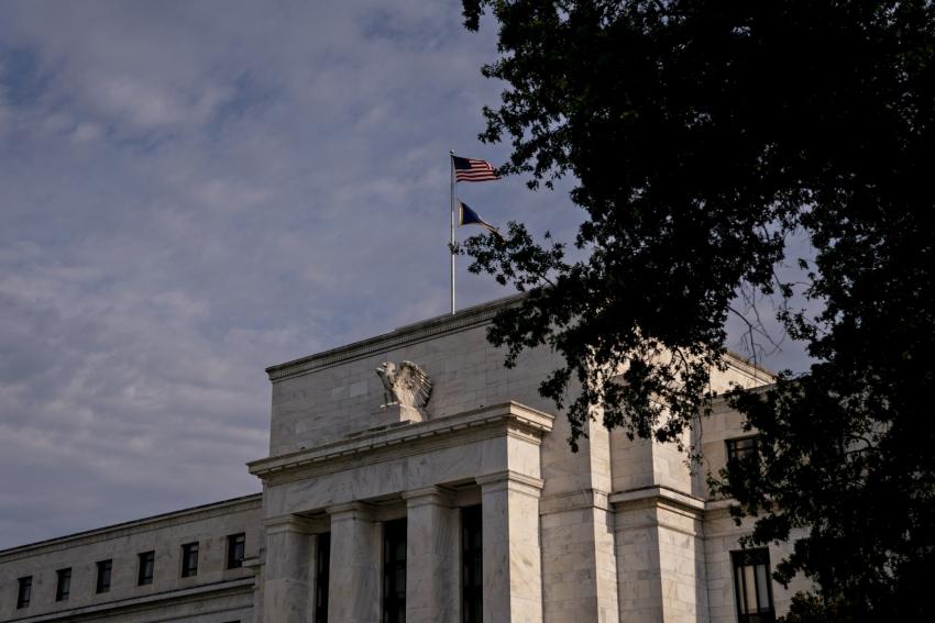 الاحتياطي الفيدرالي سيناقش توضيح مسار أسعار الفائدة والتيسير الكمي