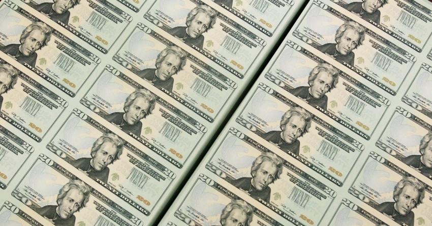 الدولار ينتعش في ظل ركود عالمي يلوح في الأفق