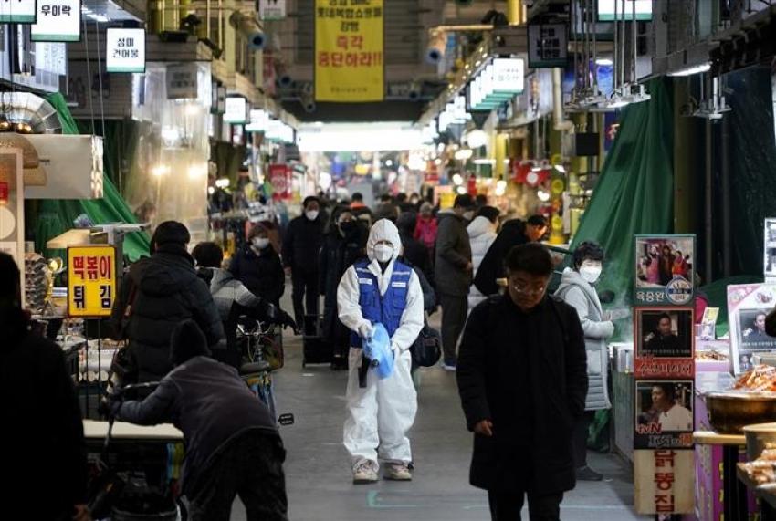 كوريا الجنوبية تطلق اختبار فيروس كورونا الشامل والولايات المتحدة تتعهد بمليار دولار للتطعيم