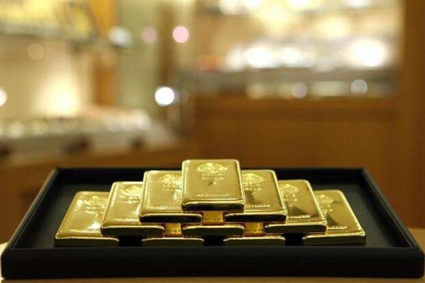 خسائر حادة يتكبدها الذهب مع إنتعاش الدولار بعد مفاجأة مبيعات التجزئة