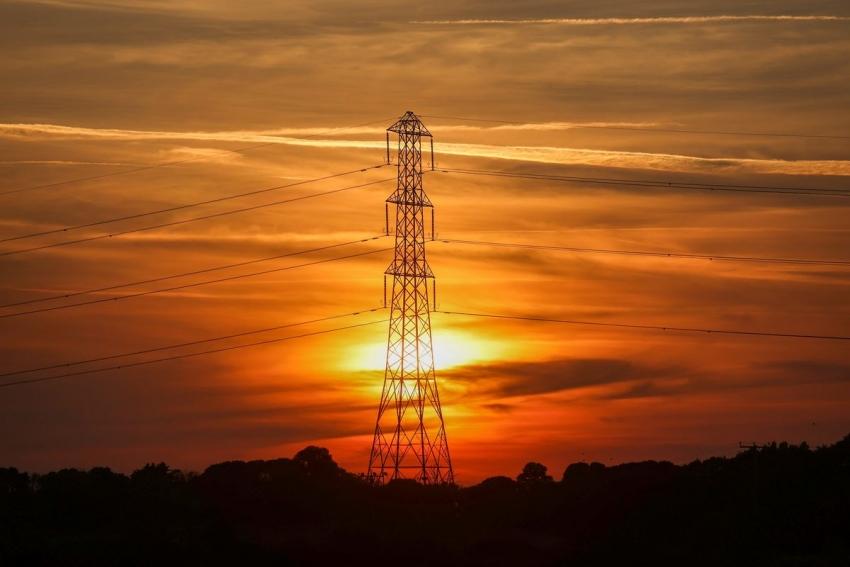 موردي الكهرباء في بريطانيا يتساقطون وسط قفزة في أسعار الغاز