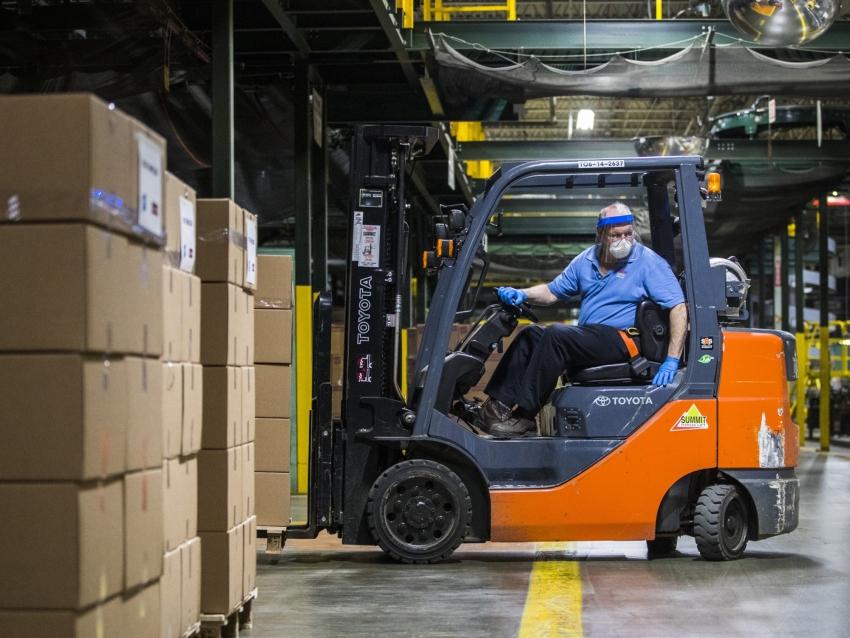 نمو قطاع الخدمات الأمريكي يتسارع في يوليو لكن التوظيف يواصل إنكماشه