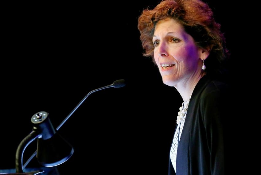 """لوريتا ميستر: الفيدرالي يجب أن يكون """"صبوراً جداً"""" حيال تقليص شراء السندات"""
