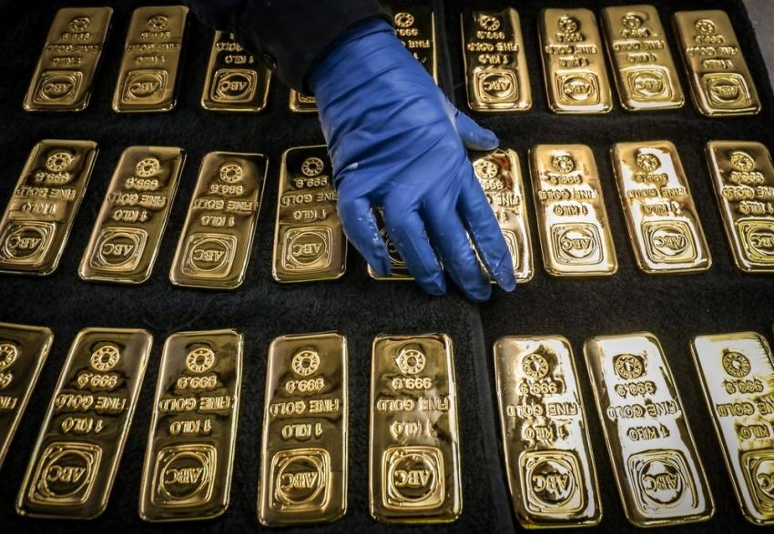 الذهب يتراجع بفعل جني للأرباح، ومراهنات التحفيز تحد من الخسائر