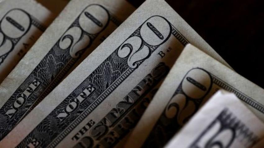 الدولار والين يتراجعان مع انتعاش معنويات المخاطرة