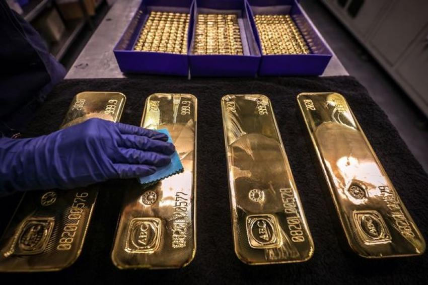 صعود الذهب وتراجع الدولار بعد تهوين الفيدرالي من مخاوف التضخم