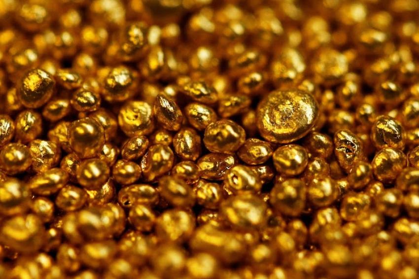 الذهب يتراجع من أعلى مستوى في 7 سنوات، والمخاوف حول فيروس كورونا تستمر