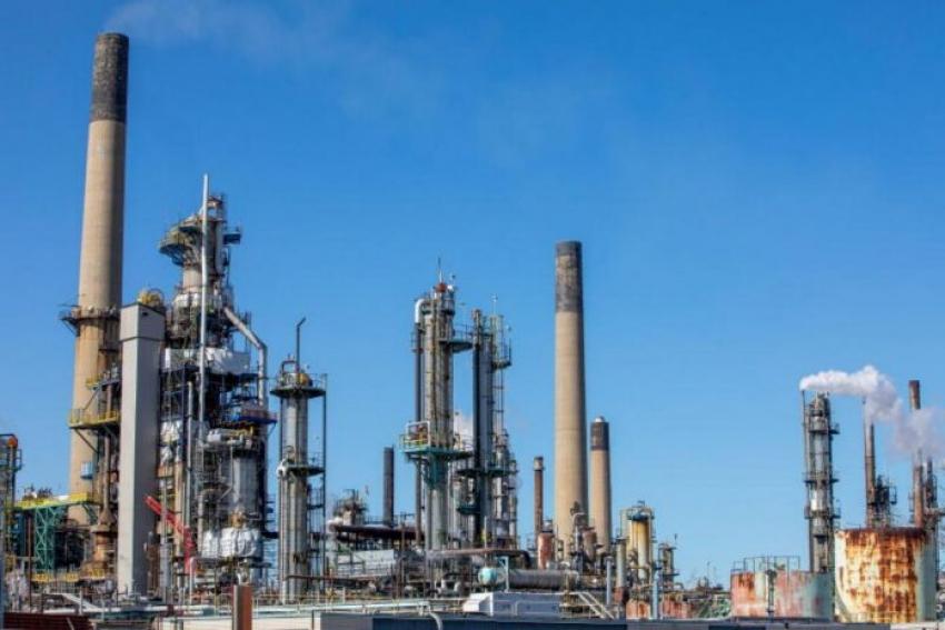 قطار مكاسب النفط يستمر مع انحسار فرص عودة سريعة لإمدادات إيران