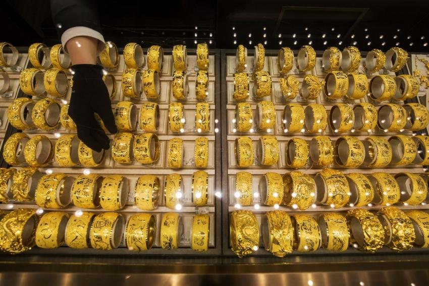 الذهب بصدد خامس مكسب أسبوعي وسط قفزة في حالات الإصابة بالفيروس