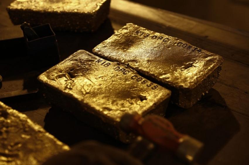ارتفاع الذهب على المخاوف الاقتصادية وآمال التحفيز