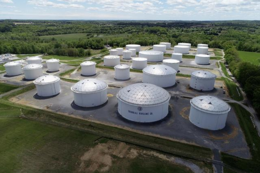 تقلصت إمدادات الوقود الأمريكية مع دخول انقطاع خط أنابيب الطاقة يومه الخامس