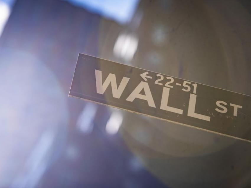 الأسهم الأمريكية تنخفض وتوقف قطار المكاسب