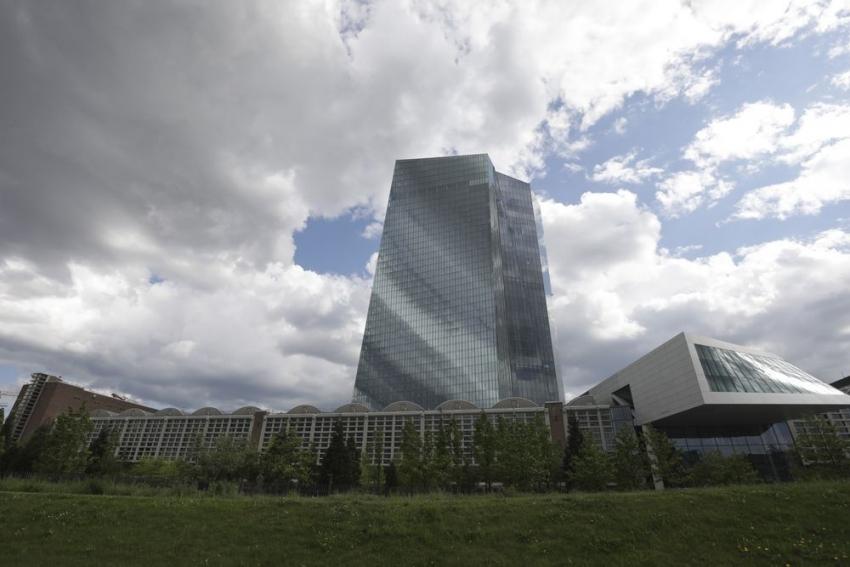 المركزي الأوروبي يواجه خياراً واحداً فقط يوم غد لتجنب صدمة للسوق