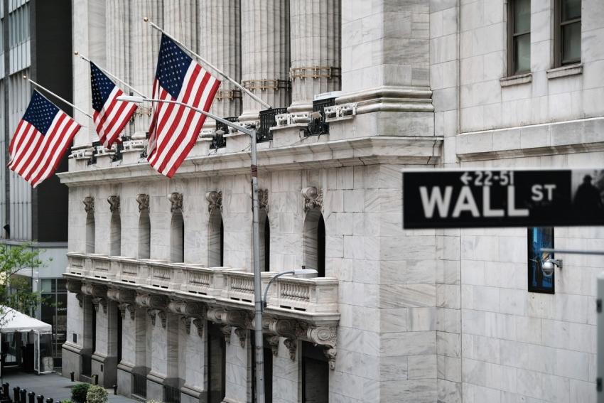 هبوط الأسهم الأمريكية وصعود عوائد السندات جراء مخاوف التضخم