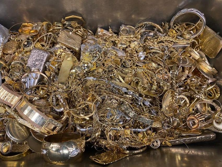 تجدد الطلب على الذهب وسط مخاوف من ركود عالمي عميق