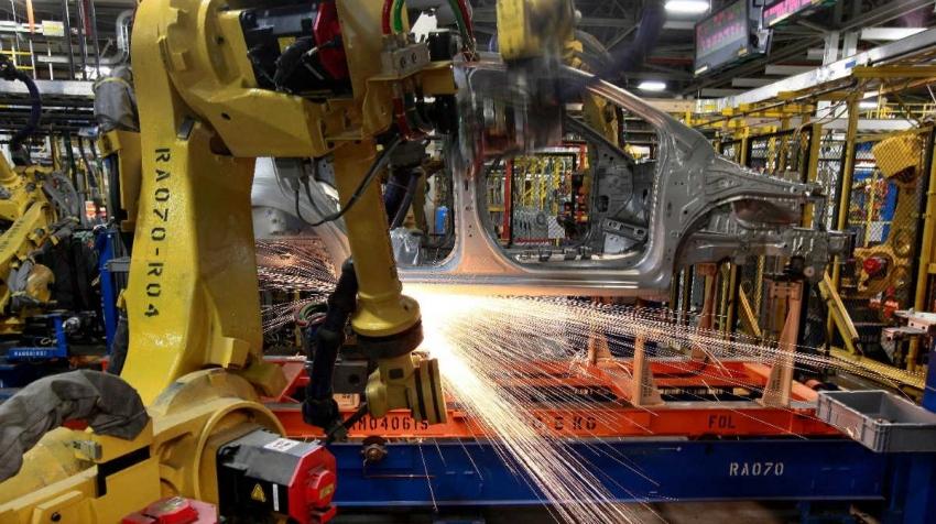 نشاط التصنيع الأمريكي ينمو بأسرع وتيرة منذ مارس 2019 وسط نقص في المعروض