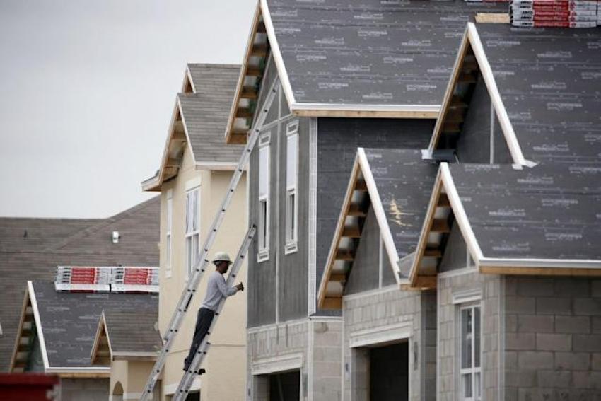 انخفاض ثقة شركات بناء المنازل بأمريكا إلى أدنى مستوى في 10 أشهر
