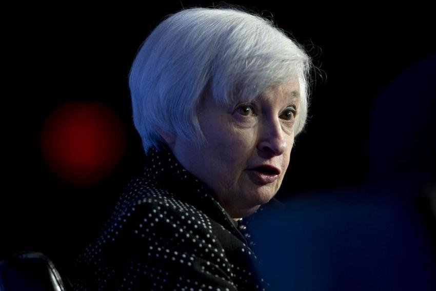 يلين لوول ستريت جورنال: لا أتنبأ برفع أسعار الفائدة أو أوصي بذلك