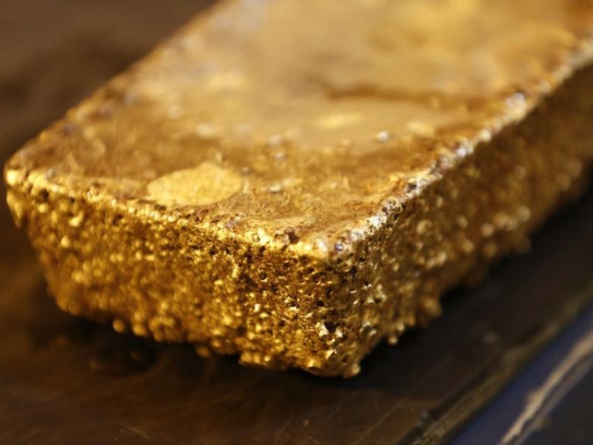 صعود الذهب على وقع انخفاض الدولار قبل أن يصدر الفيدرالي حكمه