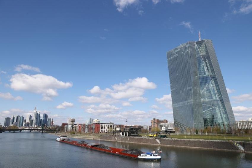 المركزي الأوروبي يبطيء إيقاع التحفيز في ظل ترسخ التعافي الاقتصادي