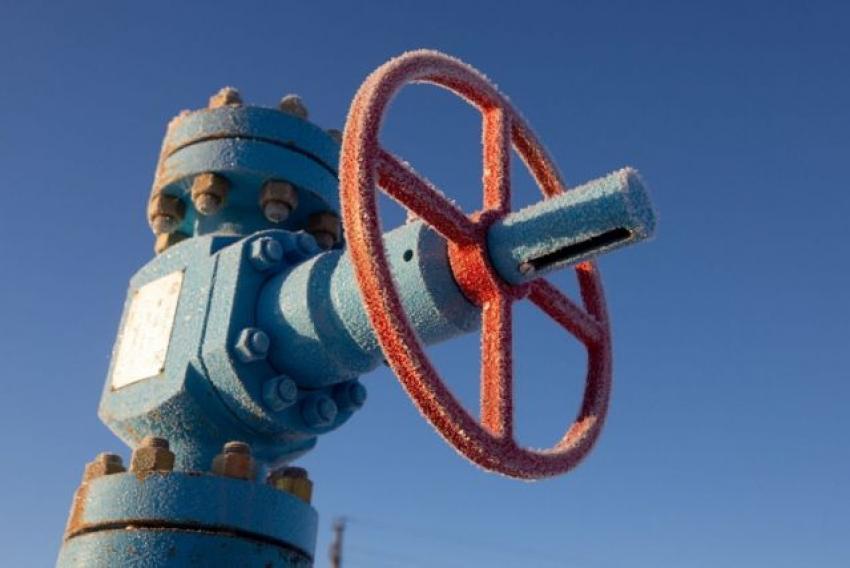 النفط يتراجع بعد زيادة المخزونات الأمريكية لأول مرة منذ ديسمبر