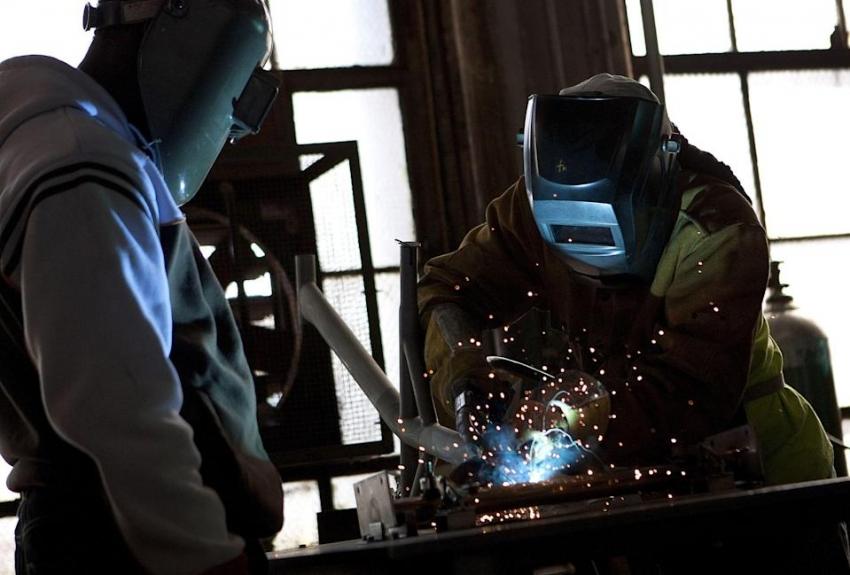 إنتاج المصانع الأمريكية يرتفع بأكثر من المتوقع رغم التحديات