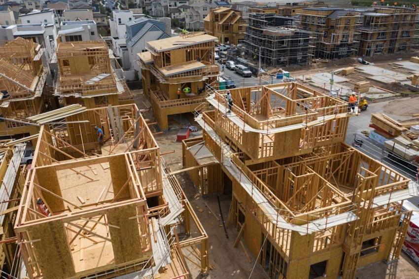 وتيرة بناء المنازل الجديدة بأمريكا ترتفع بأكثر من المتوقع في أغسطس