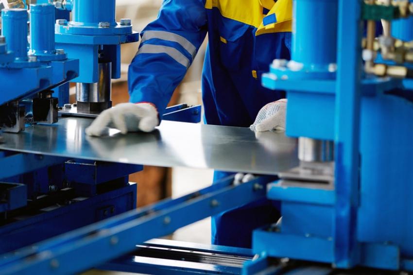 نشاط الصناعات التحويلية الأمريكي يتباطأ في أغسطس