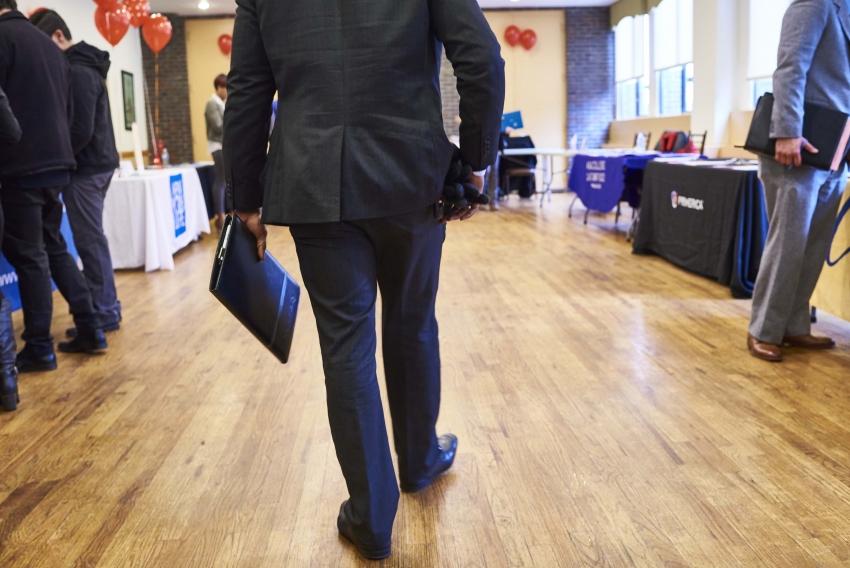طلبات إعانة البطالة الأمريكية ترتفع للأسبوع الثاني على التوالي كالمتوقع