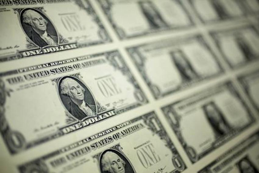 الدولار يتربع على عرش العملات والفضل يرجع للاحتياطي الفيدرالي