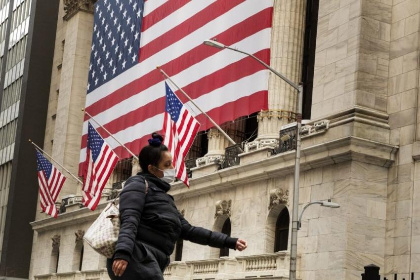 الأسهم الأمريكية تتأرجح مع التركيز على تحفيز مالي جديد
