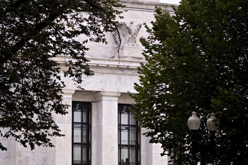 """مسؤولو الفيدرالي غير مقتنعين بعد بالحاجة لسياسة """"السيطرة على منحنى العائد"""""""