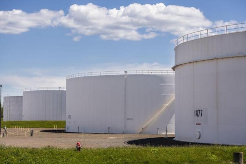 النفط يعمق خسائره مع تضرر المعنويات بمخاوف التضخم