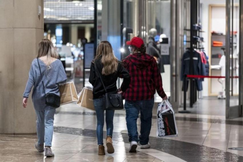 ثقة المستهلك الأمريكي تشهد في مارس أكبر زيادة منذ 18 عام