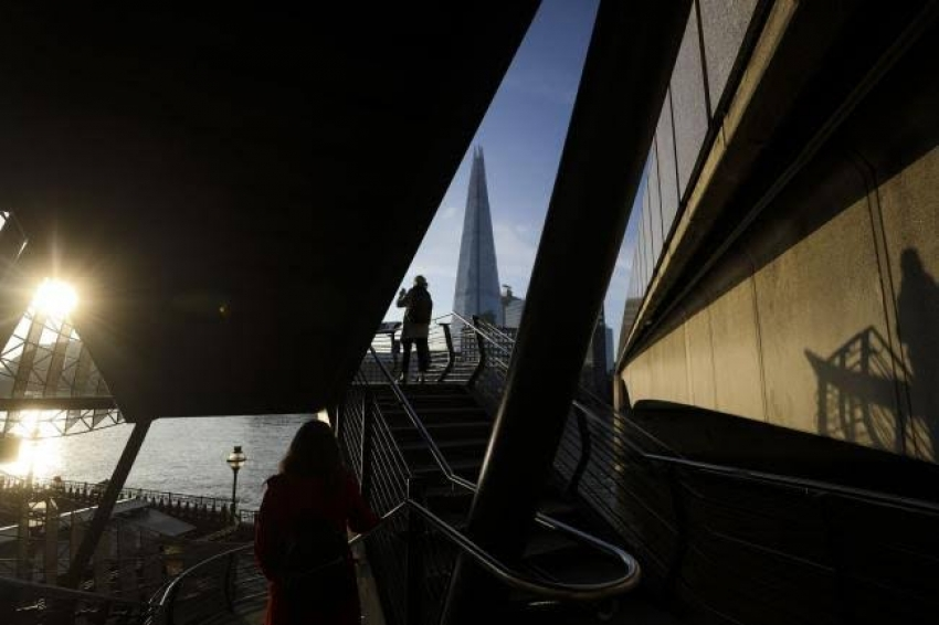 الاقتصاد البريطاني ينكمش على غير المتوقع وسط نقاش حول تخفيض أسعار الفائدة