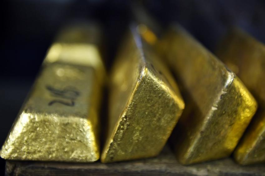 الذهب يسترد بعض عافيته بعد أكبر خسارة أسبوعية منذ 15 شهر