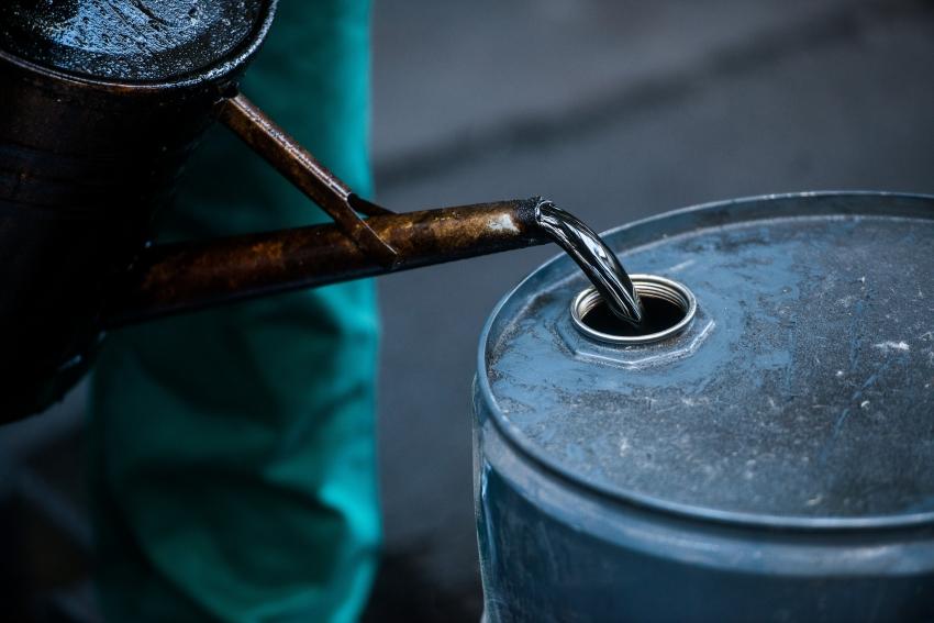 النفط يفقد أكثر من دولارين على وقع زيادات مرتقبة في إمدادات أوبك+ وإيران